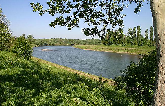 652px-Uzh_river_ukraine.jpg