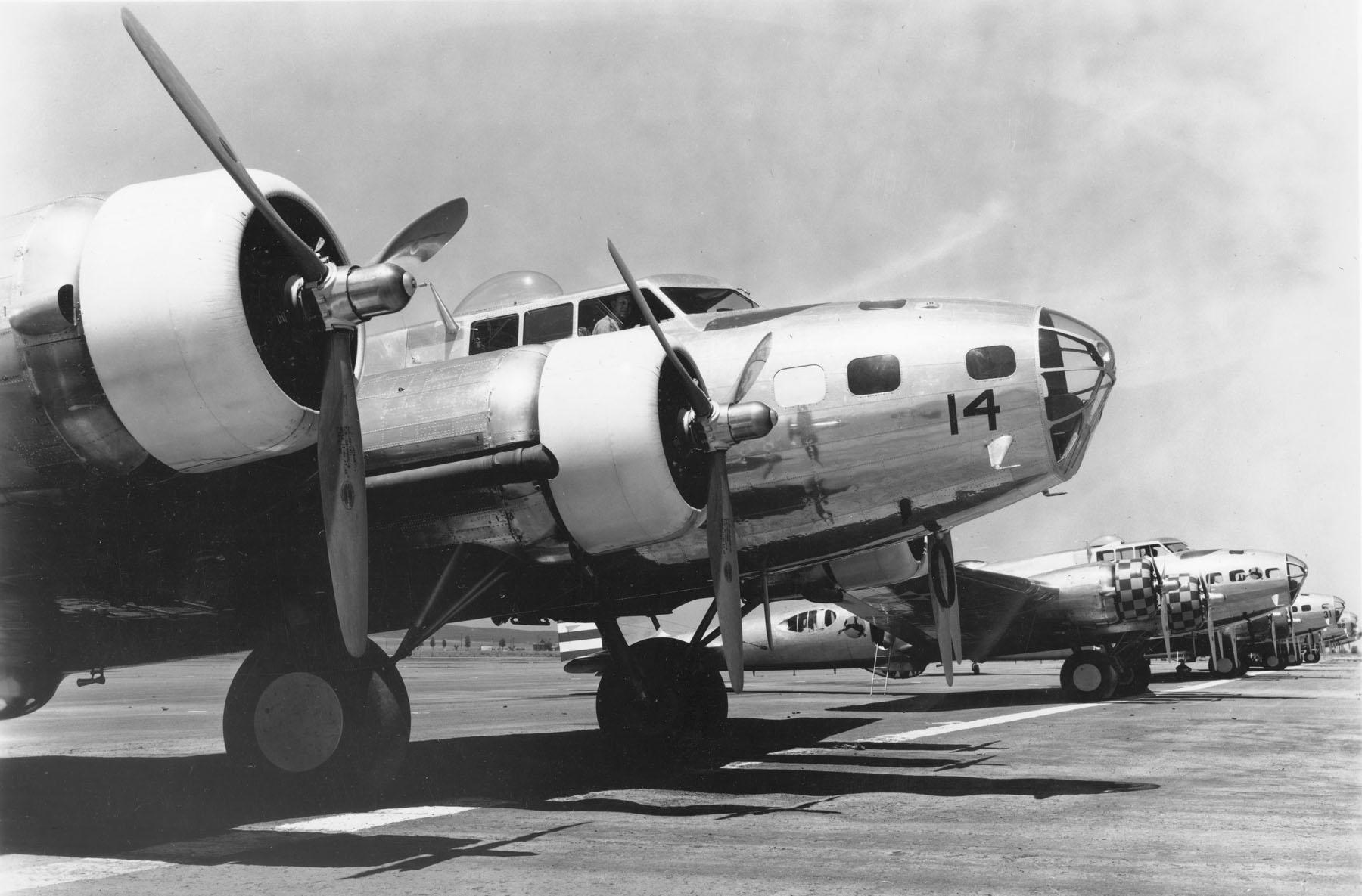 B-17B_Bombers_at_March_Field%2C_Californ