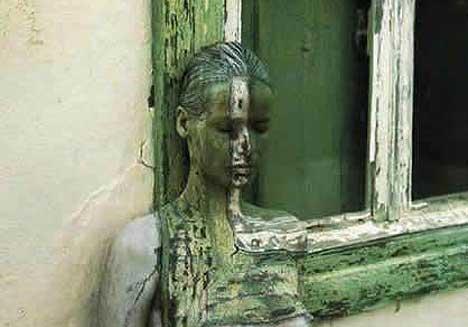 camouflage_woman.jpg
