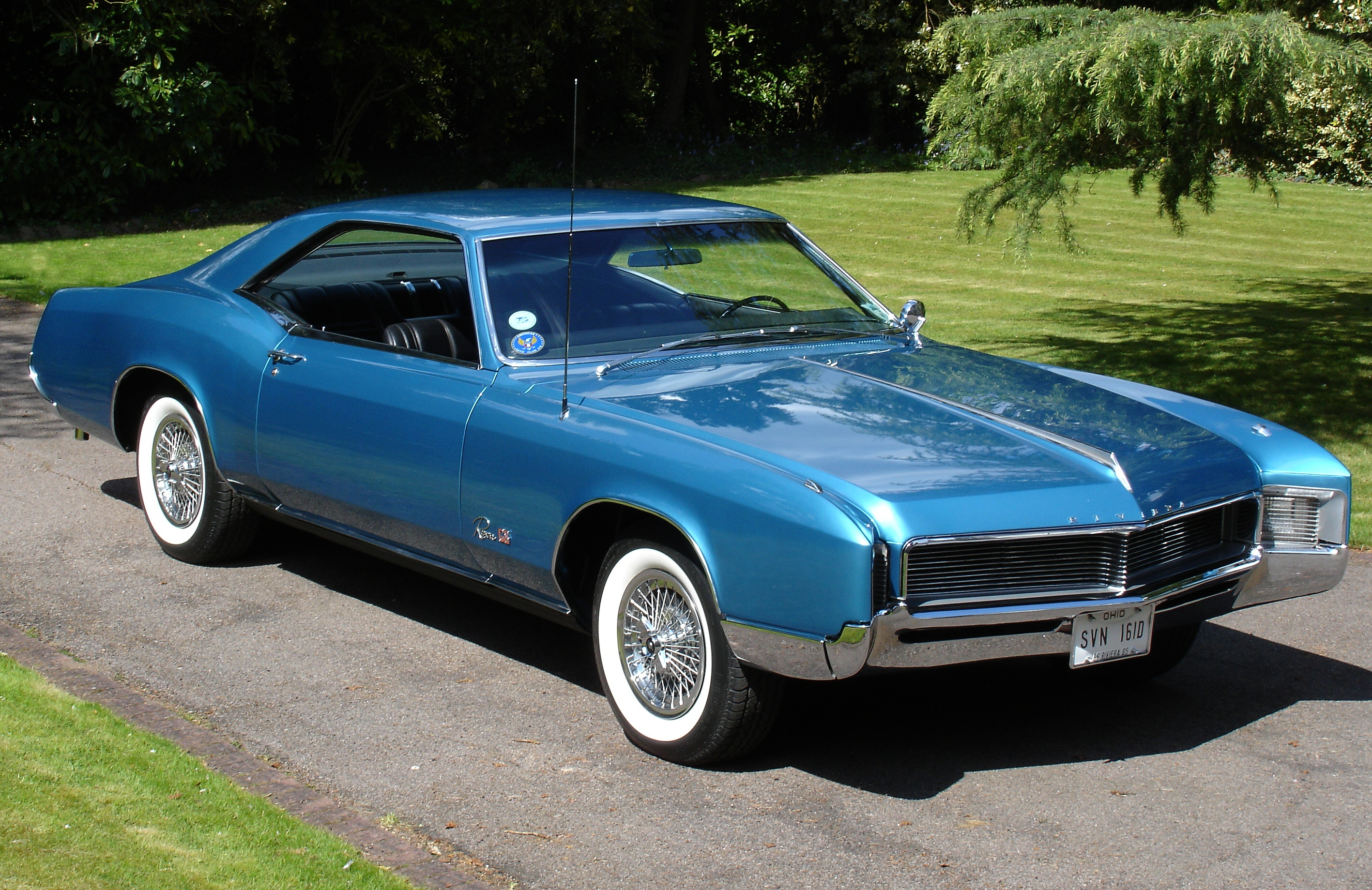 1966_Buick_Riviera_-Side_View.jpg