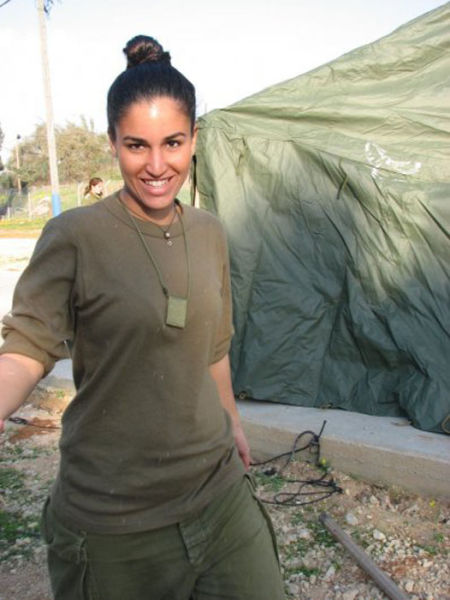 these_israeli_army_ladies_are_dazzling_640_55.jpg