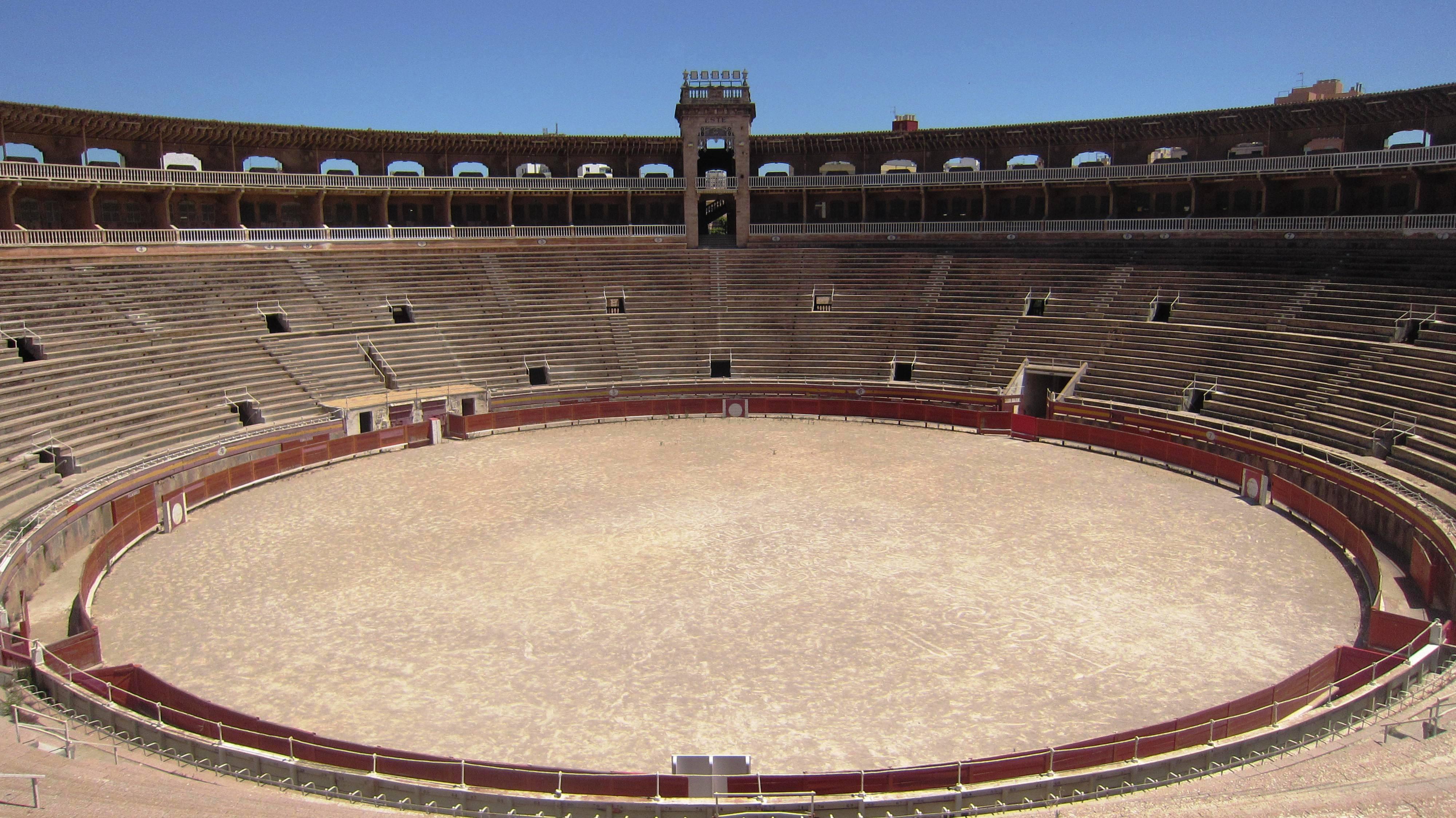 pre_1586628674__die-arena-des-colisseu-balear-umfasst-11-000-quadratmeter-panoramio.jpeg