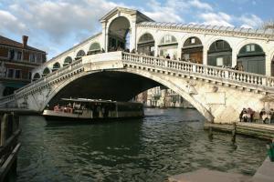 Venice_-_Rialto_Bridge_-_01.jpg - Размер: 276,13К, Загружен: 318